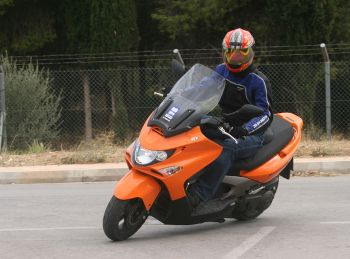 Kymco Xciting 300i – Scooterοτουρίστας!