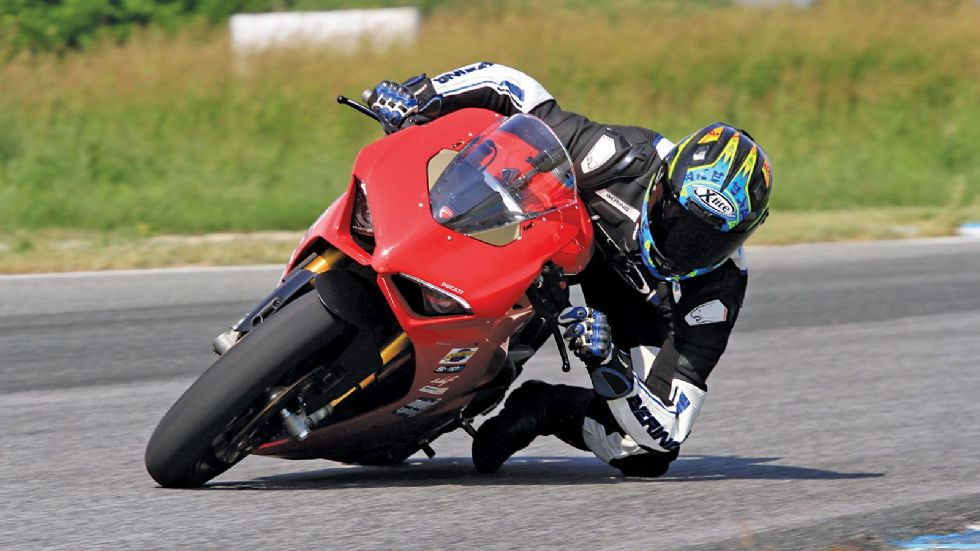 Test: Ducati Panigale V4 S