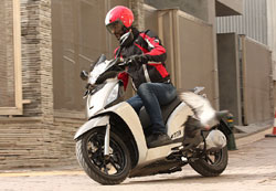 kymco - �� ��� ��� ������������ ���� ��� �� scooter ��� ��� ��� �� ATV ���������� � Kymco. ���� ��������� ������������ �� ������ ��� �� ������ ������� ��� ��������, �� ��������� Kymco People GTi 200 ��� ������ ��� ��� ����� �� �� ������������� ATV.
